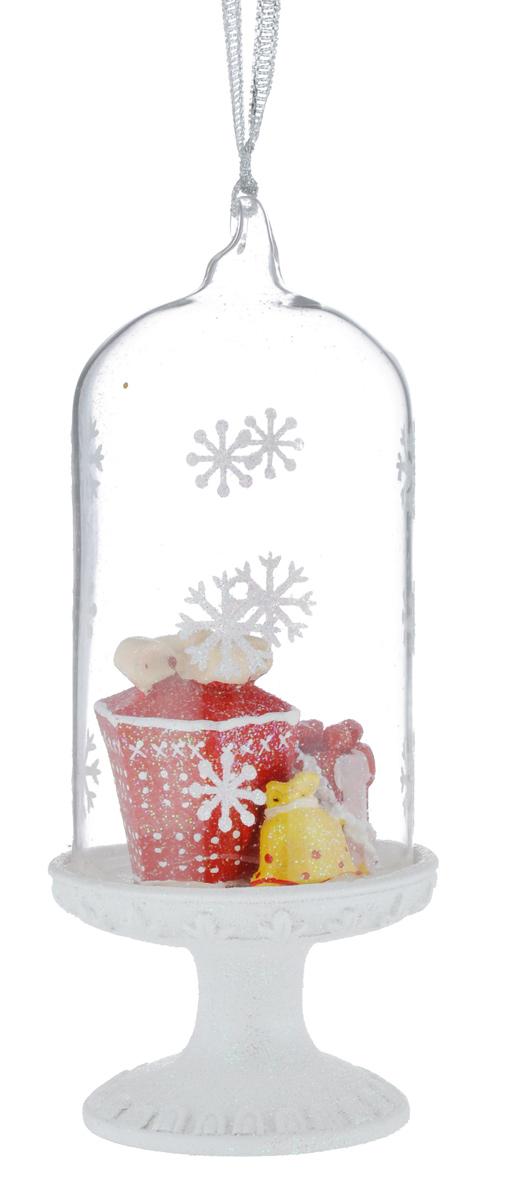Новогоднее подвесное украшение Феникс-презент Подарки39163Новогоднее украшение Феникс-презент Подарки отлично подойдет длядекорации вашего дома и праздничной ели. Изделие выполнено из стекла в виде купола, декорированного фигурками подарков из полирезина, и оснащено текстильной петелькой для подвешивания.Елочная игрушка - символ Нового года. Она несет в себе волшебство и красотупраздника. Создайте в своем доме атмосферу веселья и радости, украшая всейсемьей новогоднюю елку нарядными игрушками, которые будут из года в годнакапливать теплоту воспоминаний.
