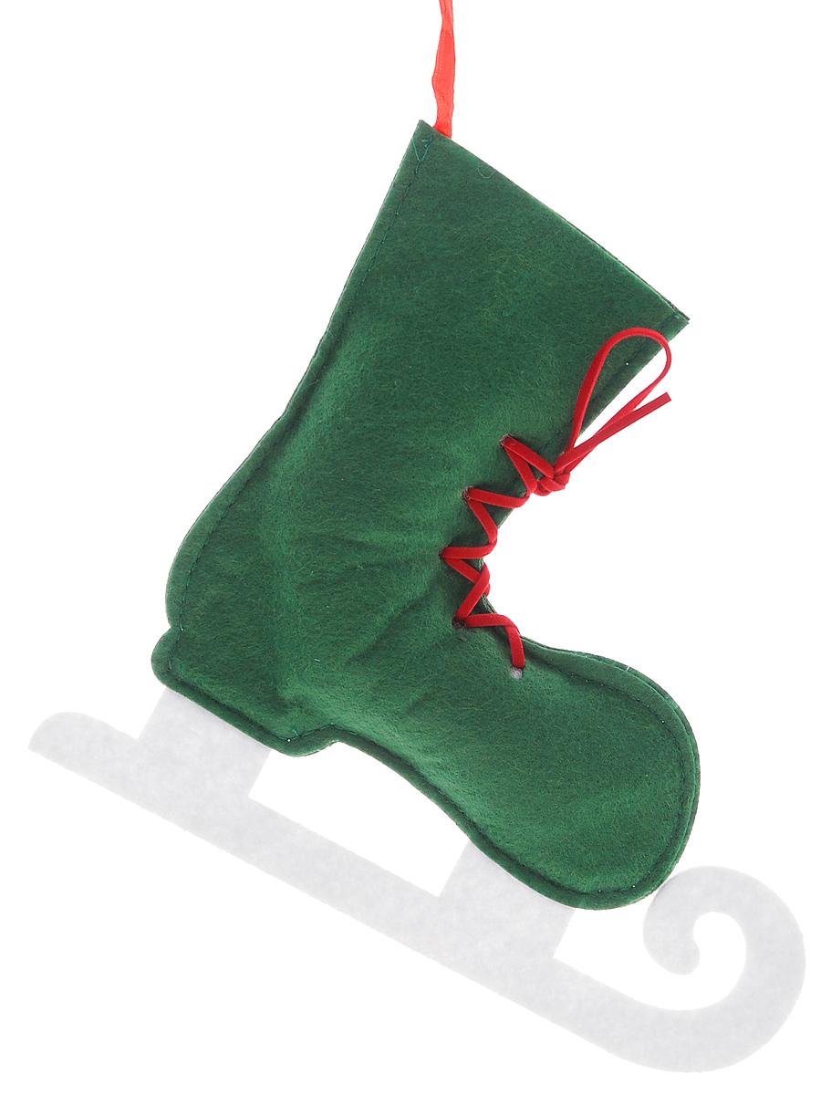 Новогоднее подвесное украшение Феникс-Презент Зеленый конек, цвет: зеленый, белый, 20 х 18 см38659_ЗеленыйОригинальное новогоднее украшение Феникс-Презент Зеленый конек выполнено из нетканого материала в виде конька. С помощью специальной текстильной петельки украшение можно подвесить в любом понравившемся вам месте. Но, конечно же, удачнее всего такая игрушка будет смотреться на праздничной елке.Новогодние украшения приносят в дом волшебство и ощущение праздника. Создайте в своем доме атмосферу веселья и радости, украшая всей семьей новогоднюю елку нарядными игрушками, которые будут из года в год накапливать теплоту воспоминаний.