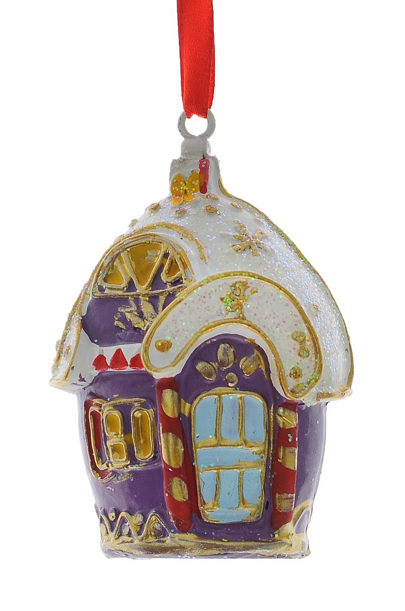 Новогоднее подвесное украшение Феникс-Презент Заснеженный домик34589Подвесное украшение Феникс-Презент Заснеженный домик, изготовленное из высококачественного полирезина, прекрасно подойдет для праздничного декора дома и новогодней ели. С помощью специальной текстильной петельки его можно повесить в любом понравившемся вам месте. Но, конечно, удачнее всего такая игрушка будет смотреться на праздничной елке. Елочная игрушка - символ Нового года. Она несет в себе волшебство и красоту праздника. Создайте в своем доме атмосферу веселья и радости, украшая новогоднюю елку нарядными игрушками, которые будут из года в год накапливать теплоту воспоминаний.