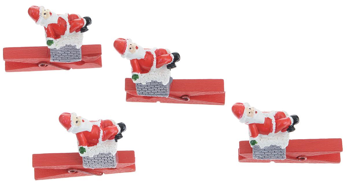 Набор декоративных прищепок Феникс-Презент Рождество, 4 шт34371Набор Феникс-Презент Рождество состоит из 4 декоративных прищепок, выполненных из дерева. Прищепки оформлены декоративными фигурками из полирезины в виде Деда Мороза, сидящего на печной трубе. Изделия используются для развешивания стикеров на веревке, маленьких игрушек, а оригинальность и веселые цвета прищепок будут радовать глаз и поднимут настроение.Размер прищепки: 4,5 см х 0,6 см х 1смРазмер фигурки: 2,5 см х 1,7 см х 3 см