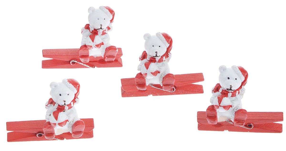 Набор декоративных прищепок Феникс-презент Мишка с мячиком, 4 шт38482Набор Феникс-презент Мишка с мячиком состоит из 4 декоративных прищепок, выполненных из дерева. Прищепки оформлены декоративными фигурками из полирезины. Изделия используются для развешивания стикеров на веревке, маленьких игрушек, а оригинальность и веселые цвета прищепок будут радовать глаз и поднимут настроение.Размер прищепки: 4,5 см х 0,6 см х 1 смРазмер фигурки: 2,3 см х 2,3 см х 3 см