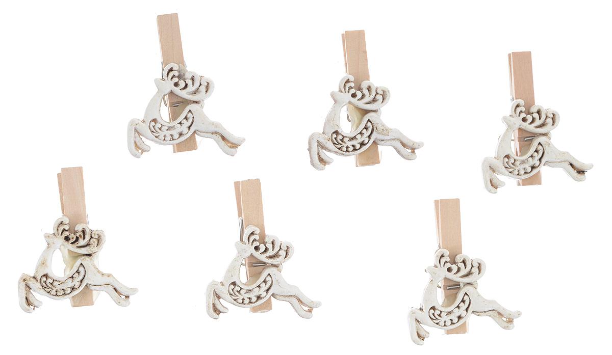 Набор декоративных прищепок Феникс-презент Олени, 6 шт38496Набор Феникс-презент Олени состоит из 6 декоративных прищепок, выполненных из дерева. Прищепки оформлены декоративными фигурками. Изделия используются для развешивания стикеров на веревке, маленьких игрушек, а оригинальность и веселые цвета прищепок будут радовать глаз и поднимут настроение.Размер прищепки: 4,5 см х 1,5 см х 4 см.