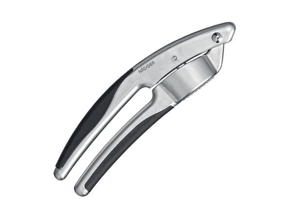 Пресс для чеснока Nadoba Undina721312Пресс для чеснока Nadoba Undina выполнен из высококачественнойнержавеющей стали. TPR-покрытие на рукоятках не позволяет выскальзыватьинструменту.