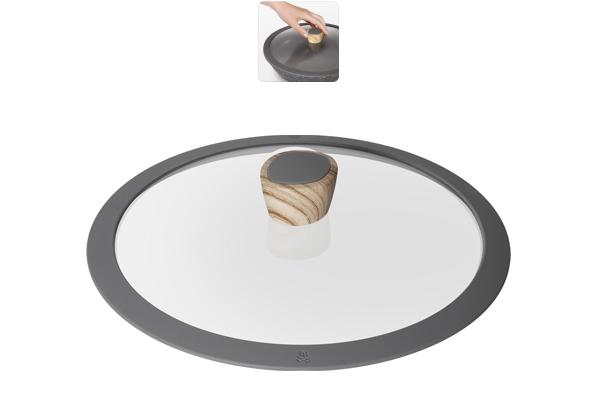 Крышка стеклянная Nadoba Mineralica, с силиконовым ободом. Диаметр 26 см751212Крышка Nadoba Mineralica, изготовленная из закаленного стекла, имеет силиконовый обод, благодаря чему идеально прилегает к посуде и обеспечивает равномерное распределение температуры внутри нее.Крышка имеет удобную ненагревающую ручку из пластика с силиконовым покрытием, предотвращающим выскальзывание из рук. По бокам изделие оснащено пароотводом. Такая крышка позволит следить за процессом приготовления пищи без потери тепла. Она плотно прилегает к краям посуды, сохраняя аромат блюд.