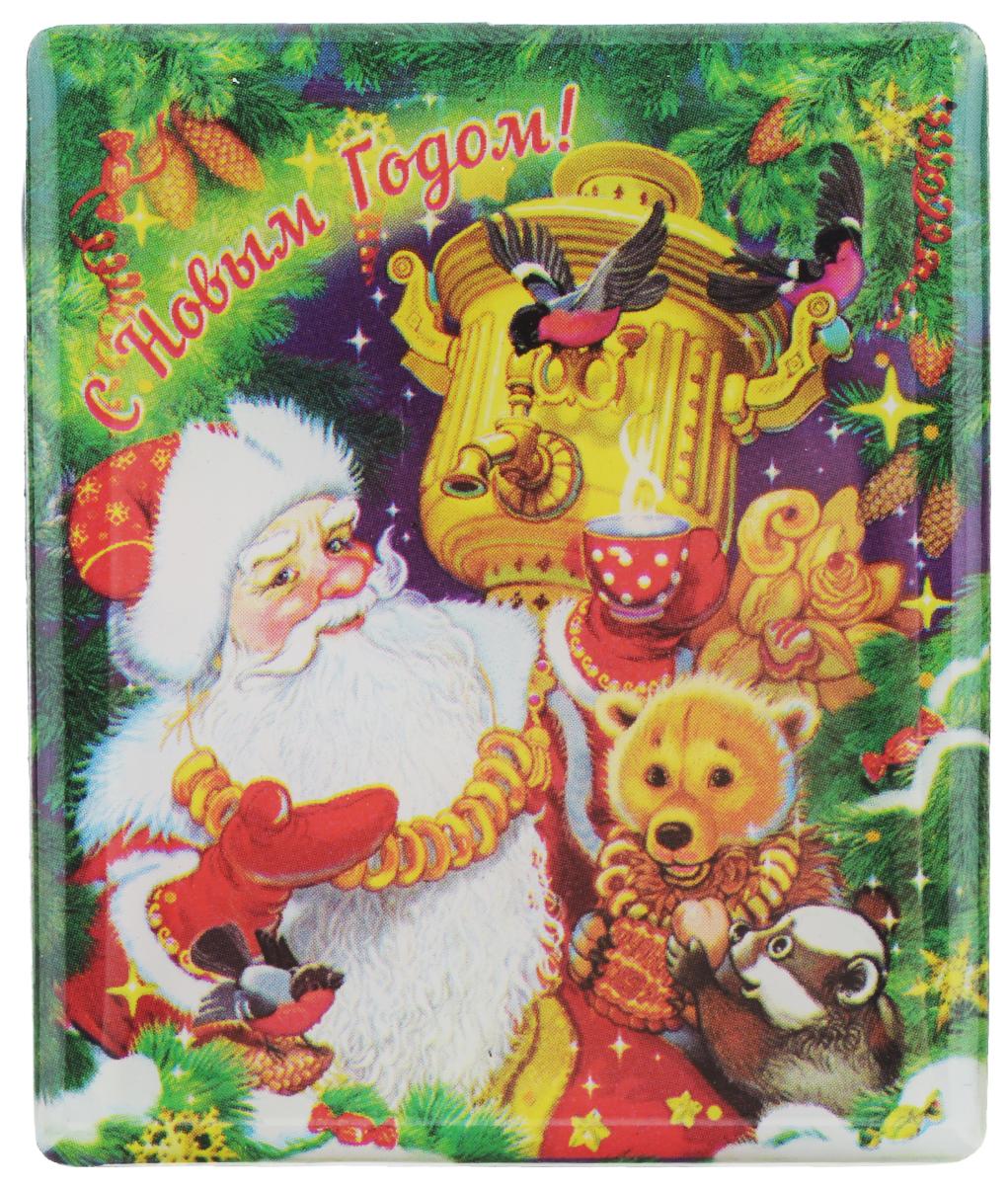 """Магнит прямоугольной формы Феникс-презент """"Дед Мороз с самоваром"""",  выполненный из агломерированного феррита, станет приятным штрихом в  повседневной жизни. Оригинальный магнит, декорированный изображением Деда Мороза и забавных зверят,  поможет вам украсить не только холодильник, но и любую другую магнитную  поверхность.  Материал: агломерированный феррит."""