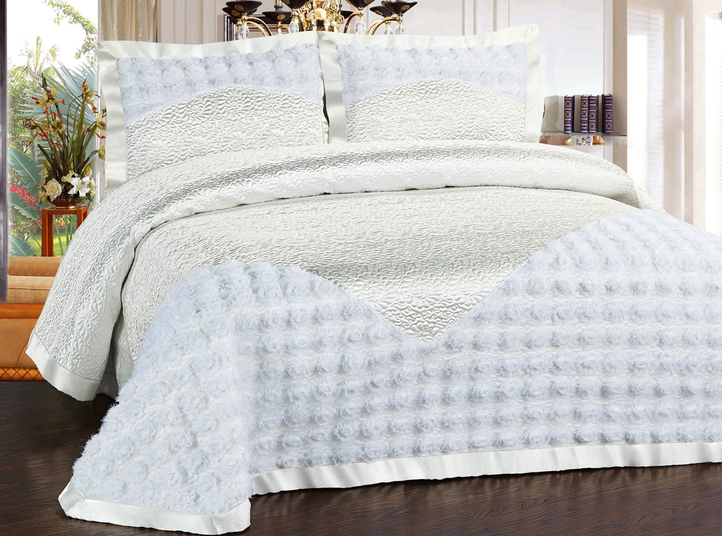 Комплект для спальни SL Soft Line: покрывало 240 х 260 см, наволочки 50 х 70 см. 10387 pharmaceuticals