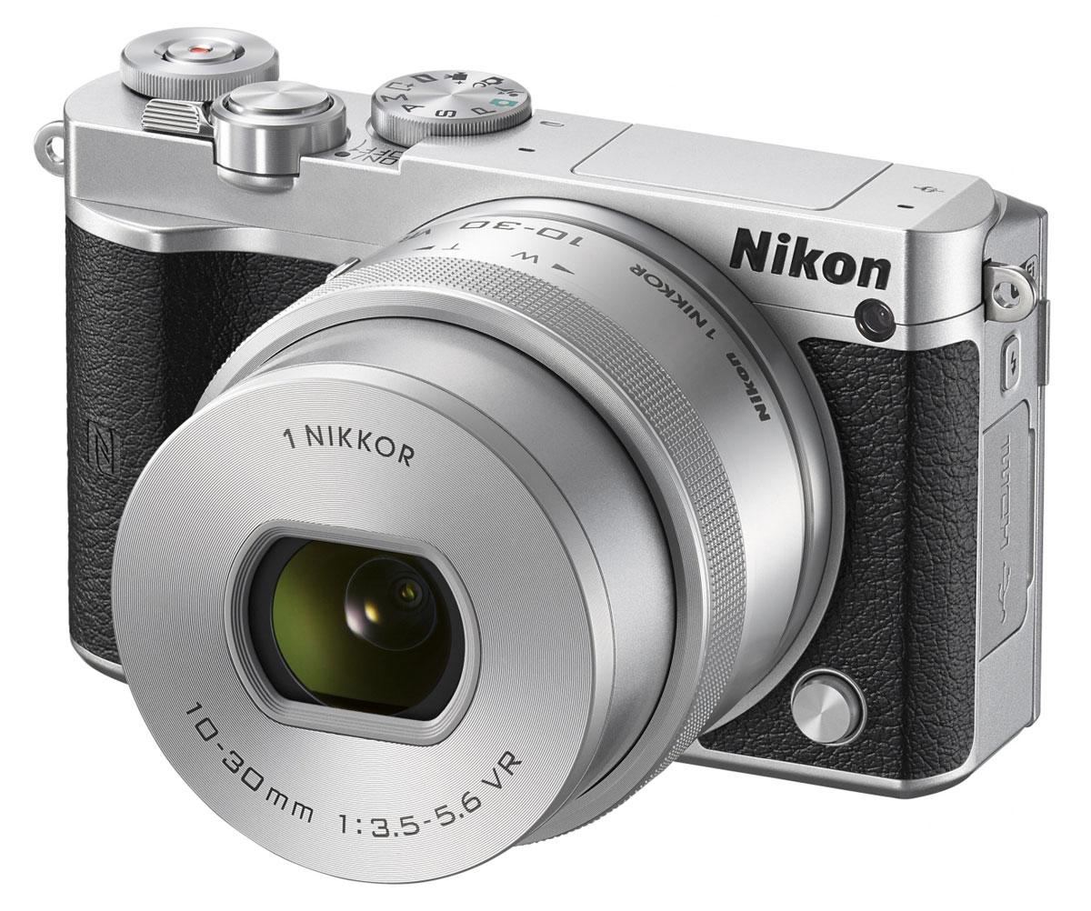 Nikon 1 J5 Kit 10-30 VR, Silver цифровая фотокамераVVA243K001Бросьте вызов обыденности с ультрапортативной системной фотокамерой Nikon 1 J5. Создавайте захватывающие 20,8-мегапиксельные изображения и удивительно резкие видеоролики с разрешением 4K. Благодаря исключительной скорости съемки, которая даже выше, чем у цифровых зеркальных фотокамер, вы не упустите интересный кадр.Ваши снимки будут выгодно отличаться от фотографий, снятых при помощи смартфонов, благодаря разрешению 20,8 мегапикселя. Фотокамера Nikon 1 J5 оснащена большой КМОП-матрицей и может использоваться с объективами 1 NIKKOR. Это отличный инструмент для реализации самых смелых творческих замыслов.При скорости 20 кадров в секунду с непрерывной автофокусировкой портативная фотокамера Nikon 1 J5 позволяет снимать сюжеты, недоступные даже для цифровой зеркальной фотокамеры. Благодаря режиму Спорт вы сможете запечатлеть самые стремительные движения и не упустите ни одного важного момента.Записывайте видеоролики сверхвысокой резкости с разрешением 4K? Создавайте неповторимые эффекты, замедляя ход времени с помощью плавного интервального видео или замедленной видеосъемки HD. Создавайте отличные фотографии одновременно с процессом видеосъемки.С легкостью размещайте лучшие снимки в социальных сетях. Фотокамера Nikon 1 J5 оснащена встроенным модулем Wi-Fi и поддерживает технологию NFC, что позволяет делиться высококачественными фотографиями быстрее, чем когда-либо, загрузив их через интеллектуальное устройство.Создавайте отличные фотоснимки и видеоролики. Касаясь сенсорного экрана с малым временем отклика, фотограф может фокусироваться, выполнять съемку и настраивать основные параметры. Поворачивайте экран вниз или вверх, чтобы снимать с необычного ракурса или создавать творческие автопортреты.Устройство так же удобно в управлении, как и цифровые зеркальные фотокамеры. К услугам пользователей диск выбора режимов PSAM, диск управления и кнопка Fn. Раскройте свой творческий потенциал и создавайте яркие изображен