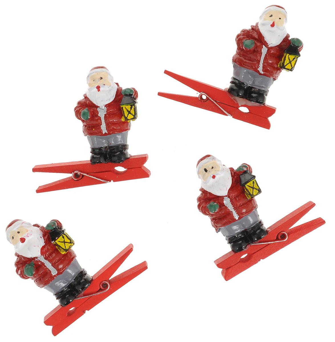 Новогодняя прищепка Феникс-презент Дед Мороз с фонарем, 4 шт38478Новогодние прищепки Феникс-презент Дед Мороз с фонарем выполнены из древесины березы и украшены веселыми фигурками из полирезины. Изделия используются для развешивания стикеров на веревке и маленьких игрушек, также прекрасно подойдут для декора новогодней ели. Оригинальность и веселые цвета прищепок будут радовать глаз и создадут праздничное настроение в преддверии Нового года. Размер фигурки: 2,5 см х 2 см х 4 см.