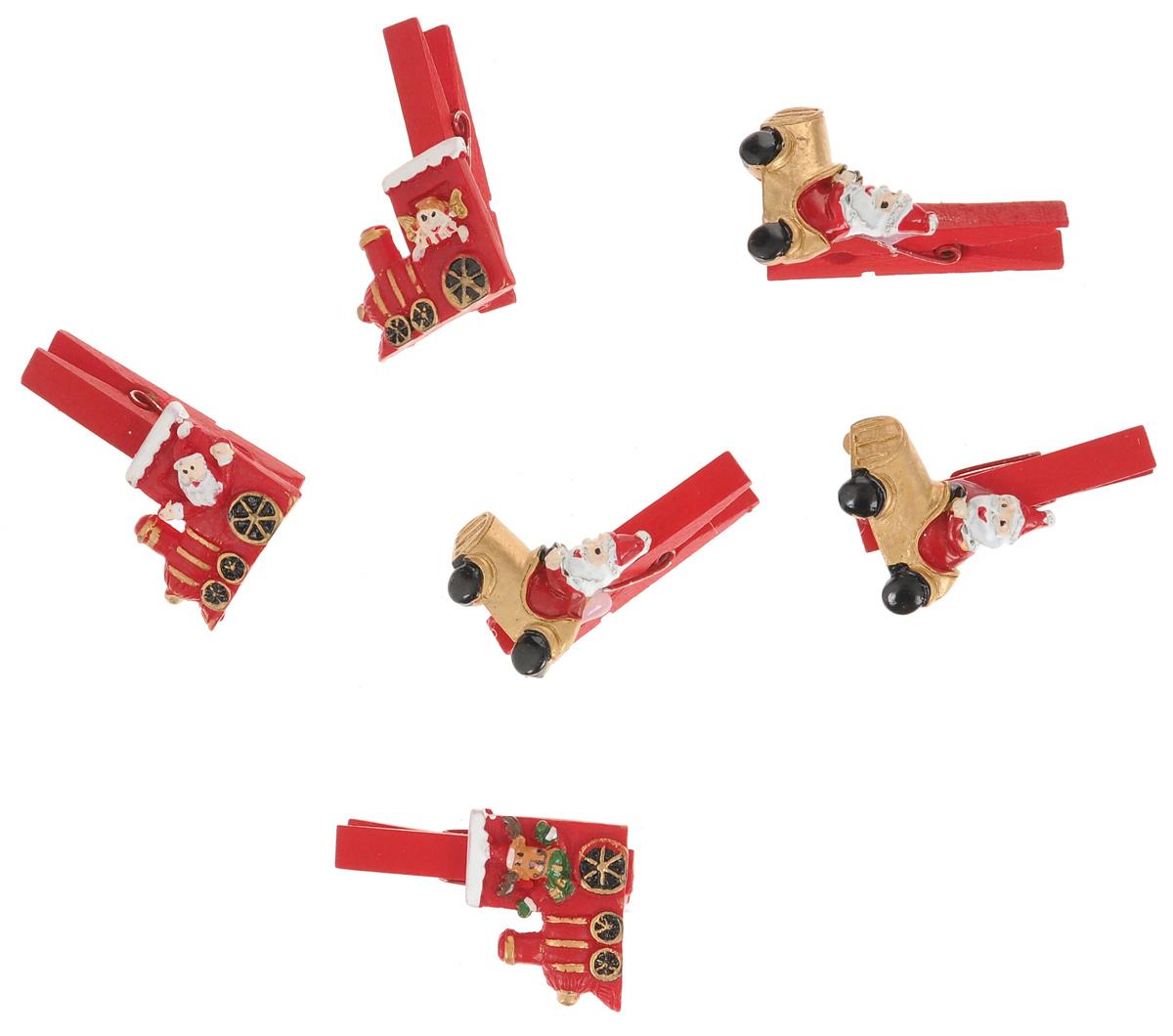 Новогодняя прищепка Феникс-презент Паровозики и машинки, 6 шт38481Новогодние прищепки Феникс-презент Паровозики и машинки выполнены из древесины березы и украшены веселыми фигурками из полирезины. Изделия используются для развешивания стикеров на веревке и маленьких игрушек, также прекрасно подойдут для декора новогодней ели. Оригинальность и веселые цвета прищепок будут радовать глаз и создадут праздничное настроение в преддверии Нового года. Размер фигурок: 3 см х 2,5 см; 3 см х 3 см.