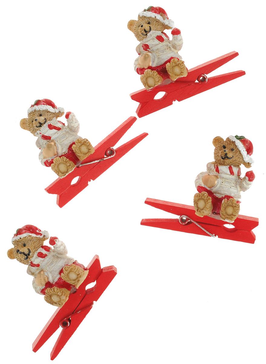 Новогодняя прищепка Феникс-презент Мишка-Санта, 4 шт38484Новогодние прищепки Феникс-презент Мишка-Санта выполнены из древесины березы и украшены веселыми фигурками из полирезины. Изделия используются для развешивания стикеров на веревке и маленьких игрушек, также прекрасно подойдут для декора новогодней ели. Оригинальность и веселые цвета прищепок будут радовать глаз и создадут праздничное настроение в преддверии Нового года. Размер фигурки: 2 см х 2 см х 3 см.