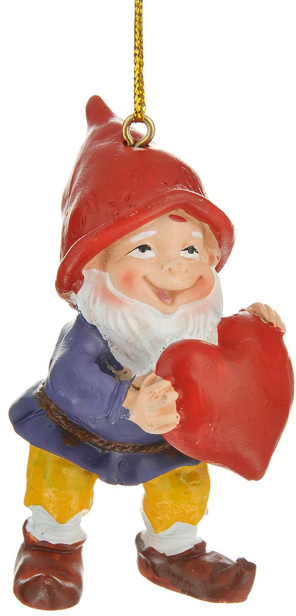 Новогоднее подвесное украшение Феникс-презент Влюбленный гном38974Новогоднее подвесное украшение Феникс-презент Влюбленный гном отлично подойдет для декора праздничной ели. Изделие выполнено из полирезины в виде гномика с сердечком. Игрушка оснащена петелькой для подвешивания на елку.Елочная игрушка - символ Нового года. Она несет в себе волшебство и красоту праздника. Создайте в своем доме атмосферу веселья и радости, украшая новогоднюю елку нарядными игрушками, которые будут из года в год накапливать теплоту воспоминаний.