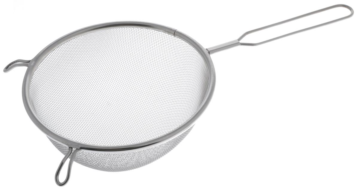 Сито Sam Mei, с ручкой, диаметр 18,5 смSM102-18Сито Sam Mei, выполненное из высококачественной нержавеющей стали, станет незаменимым аксессуаром на вашей кухне. Изделие идеально подходит для мытья и обсушивания салатов, зелени, овощей, фруктов и многого другого.Прочная стальная сетка и корпус обеспечивают изделию износостойкость и долговечность. Сито имеет эргономичную ручку и снабжено двумя отверстиями, благодаря которым изделие можно подвесить в удобном месте.Такое сито станет достойным дополнением к кухонному инвентарю.Диаметр рабочей поверхности: 18,5 см.Длина (с учетом ручки): 34,5 см. Высота стенок: 8 см.