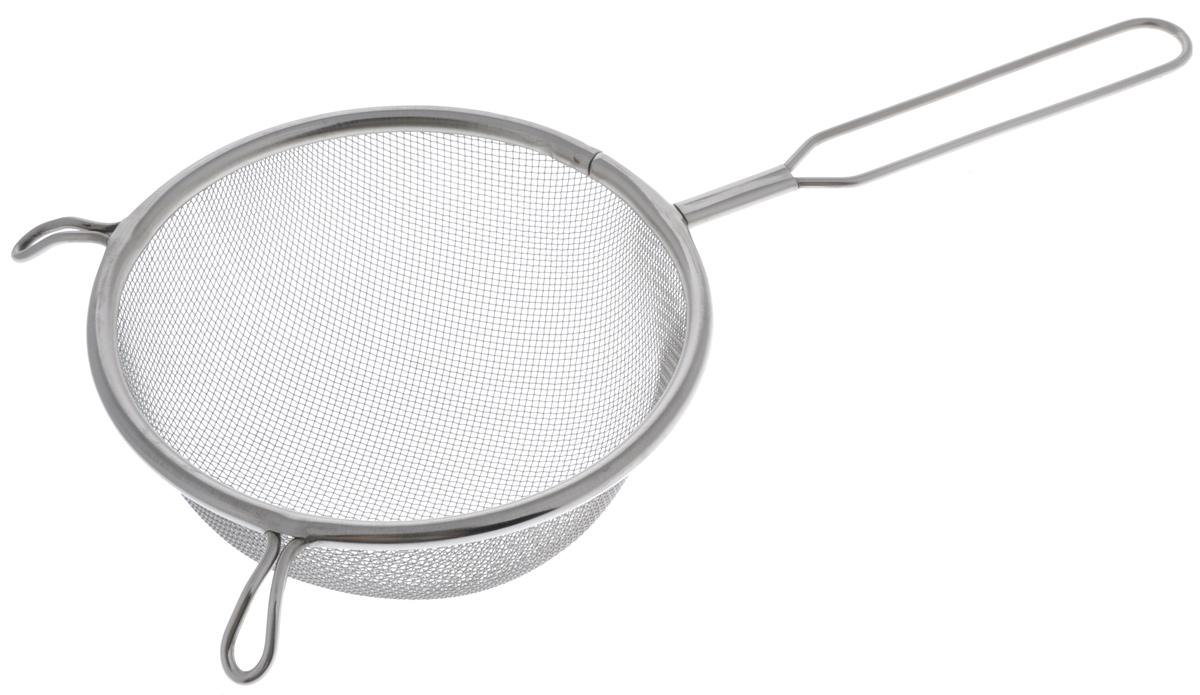 Сито Sam Mei, с ручкой, диаметр 14 смSM102-14Сито Sam Mei, выполненное из высококачественной нержавеющей стали, станет незаменимым аксессуаром на вашей кухне. Изделие идеально подходит для мытья и обсушивания салатов, зелени, овощей, фруктов и многого другого.Прочная стальная сетка и корпус обеспечивают изделию износостойкость и долговечность. Сито имеет эргономичную ручку и снабжено двумя отверстиями, благодаря которым изделие можно подвесить в удобном месте.Такое сито станет достойным дополнением к кухонному инвентарю.Диаметр рабочей поверхности: 14 см.Длина (с учетом ручки): 30,5 см. Высота стенок: 6,5 см.