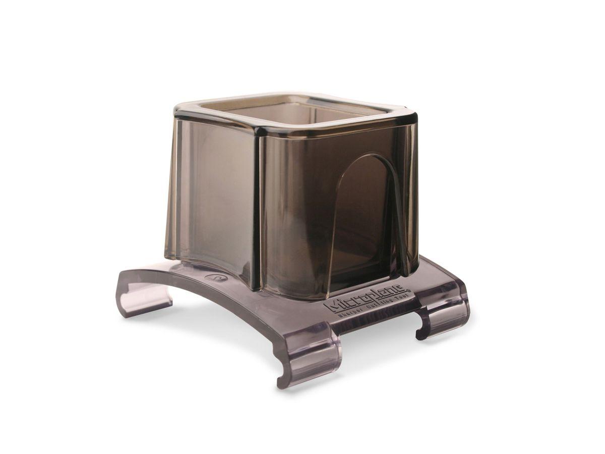 Насадка для терки Microplane38057Насадка для терки Microplane, изготовленная из пластика, защитит ваши руки при натирании мелких продуктов – чеснока, специй, редиса, орехов и прочих.Такой уникальный предмет станет незаменимым помощником на вашей кухне и понравится любой хозяйке.Насадка также подходит к теркам серии Gourmet. Можно мыть в посудомоечной машине.Microplane - это легендарные американские терки. ПродукциейMicroplane пользуются все известные кулинары и повара всего мира, среди них знаменитый шеф-повар Джейми Оливер. Вся продукция Microplane производится на собственном заводе в США. Для изготовления терок Microplane используют самую качественную нержавеющую сталь. Благодаря уникальному химическому составу стали, продукция Microplane не окисляется и сохраняет большее количество витаминов и полезных веществ в продуктах. Для производства продукции Microplane используются нержавеющие стали высокой твердости, поэтому продукция Microplane не тупится годами. Запатентованный процесс фотогравировки позволяет создать сверхострые лезвия для продукции Microplane.
