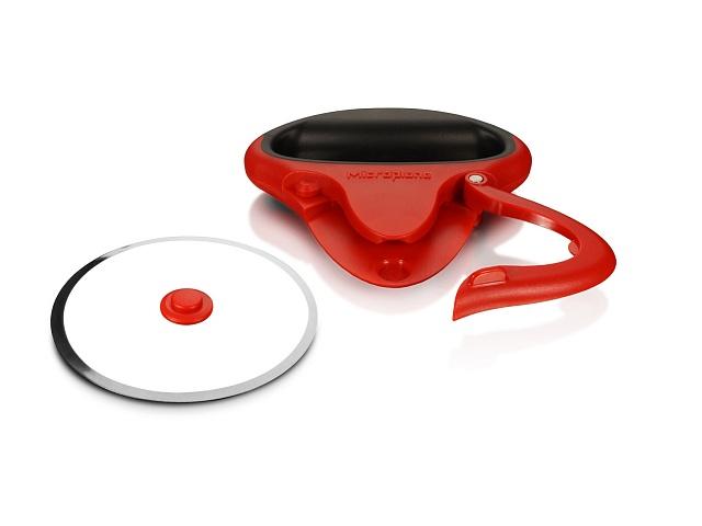 """Нож """"Microplane"""" идеально подойдет для нарезания пиццы или пирогов. Изделие выполнено из нержавеющей стали и пластика и имеет удобную ручку со съемным лезвием. В комплекте идет защитный пластиковый чехол.    Можно мыть в посудомоечной машине."""