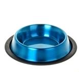 Миска для животных VM, цвет: синий, 700 мл3192Миска для животных VM, изготовленная из высококачественного металла, имеет оригинальный дизайн. Дно миски оснащено резиновой вставкой, которая предотвратит скольжение и повреждение пола, а также обеспечит комфортный прием пищи вашего питомца. Объем: 700 мл.