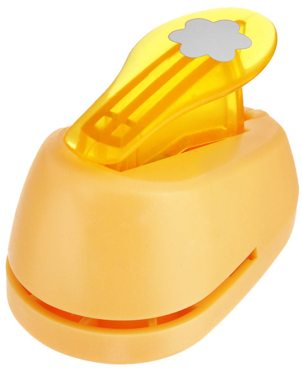 Дырокол фигурный Hobbyboom Цветок, №3, цвет: оранжевый, 1,8 смCD-99S-003_оранжевыйФигурный дырокол Hobbyboom Цветок предназначен для создания творческихработ в технике скрапбукинг. С его помощью можно оригинально оформитьоткрытки, украсить подарочные коробки, конверты, фотоальбомы.Дырокол вырезает из бумаги идеально ровные фигурки в виде цветов.Предназначен для бумаги определенной плотности - до 200 г/м2. При применениина бумаге большей плотности или на картоне дырокол быстро затупится. Чтобызаточить нож компостера, нужно прокомпостировать самую тонкую наждачку.Чтобы смазать режущий механизм - парафинированную бумагу.Порядок работы: вставьте лист бумаги или картона в дырокол и надавите рычаг. Диаметр готовой фигурки: 1,8 см.