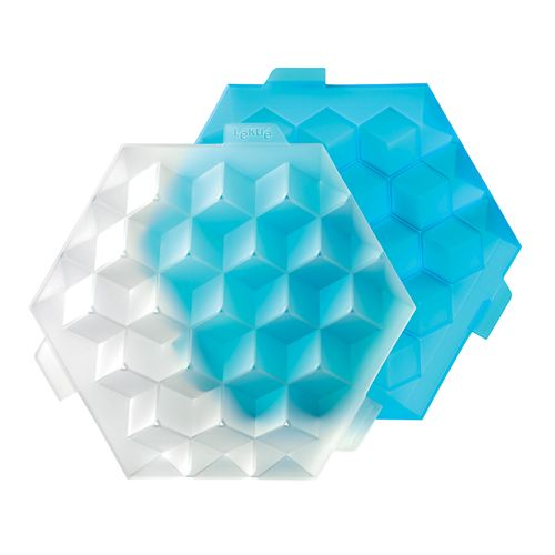 """Форма для льда Lekue """"Кубики"""" выполнена из пищевого пластика. Форма позволяет получать лед идеальной геометрической формы.   Форма имеет 19 ячеек общим объемом 250 мл. Лед из формы """"Кубики"""" освежит даже самую горячую вечеринку!"""