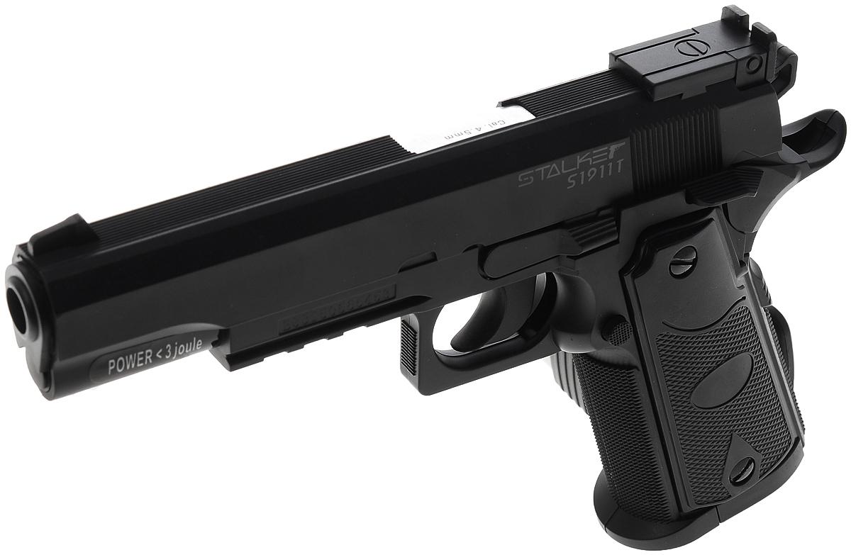 """Пневматический пистолет Stalker """"S1911T"""". Боевой прототип - легендарный пистолет Colt 1911.  Пистолет Stalker """"S1911T"""" разрабатывался с учетом многолетнего опыта использования современных пневматических систем и изучения  потребностей покупателей. Такая пневматика станет отличным подарком. Пистолет имеет подробную инструкцию на русском языке,  сопровождающуюся картинками в качестве примера. На обратной стороне коробки приведена подробнейшая информация по ТТХ модели. Модель Stalker """"S1911T"""" внешне является аналогом одной из современных версий Colt 1911. Для изготовления корпуса данного пистолета  применяется АБС-пластик - это высокопрочный материал, обладающий отличными техническими и эксплуатационными характеристиками. Он  устойчив к большинству негативных внешних воздействий, что способствует увеличению срока эксплуатации модели. Компактность  обуславливает удобный захват пистолета и комфортную продолжительную стрельбу. Пистолет отлично подойдет для спортивной, учебной или  развлекательной стрельбы. Характеристики пистолета: - баллон: СО2, 12 г - емкость магазина: 20 шариков - дульная энергия: до 3 Дж - скорость снаряда: до 120 м/с - система стрельбы: полуавтоматический - длина пистолета: 219 мм - опасная дистанция: до 205 м - вес без упаковки: 600 г. Комплектация: - пистолет - магазин - 250 стальных шариков - инструкция  Предупреждение: Не игрушка!  Внимание: Перед использованием прочитать все инструкции. Обращаться с изделием, так же как и с оружием. Всегда направлять в  безопасную сторону как указано в инструкции. Храните инструкцию в безопасном месте для дальнейшего ее использования. Необходим  надзор взрослых. Неправильное или небрежное использование может привести к серьезным травмам или смерти. Может быть опасным до  205 м. Данная пневматика разрешена к использованию лицами, достигшими 18 лет и старше. Перед использованием прочтите все инструкции.  Пользователь должен соответсвовать всем требованиям, установленным всеми законами, распростаняющими свое действ"""
