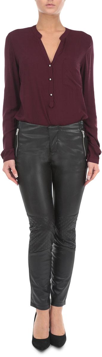 Брюки женские Broadway, цвет: черный. 10153823 999. Размер M (46)10153823 999Стильные и оригинальные женские брюки Broadway, выполненные из материала высочайшего качества, позволят вам создать неповторимый, запоминающийся образ. Модель прямого кроя имеет классическую посадку и застегиваются на молнию и кнопку на поясе. Изделие дополнено двумя втачными карманами на застежках-молниях спереди. Зауженные брюки оформлены вставками со стеганым узором на коленях и имитацией карманов сзади.Эти модные брюки послужат отличным дополнением к вашему гардеробу. В них вы всегда будете чувствовать себя уверенно и удобно.
