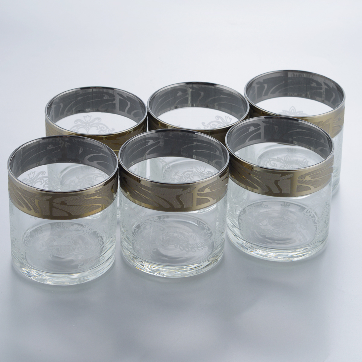 Набор стаканов для виски Гусь-Хрустальный Мускат, 300 мл, 6 штGE05-807Набор Гусь-Хрустальный Мускат состоит из 6 стаканов для виски, изготовленных из высококачественного натрий-кальций-силикатного стекла. Изделия оформлены красивым зеркальным покрытием и белым матовым орнаментом. Такой набор прекрасно дополнит праздничный стол и станет желанным подарком в любом доме. Разрешается мыть в посудомоечной машине. Диаметр стакана (по верхнему краю): 7,7 см. Высота стакана: 8,2 см.