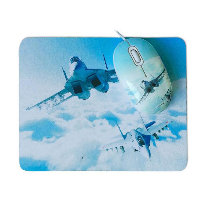 CBR Aero Battle мышь + коврикAero BattleКомплект CBR Aero Battle состоит из мыши и коврика с уникальным дизайном. Прекрасный подарок тем, кто увлечен военной техникой и воздушными баталиями. Теперь можно не расставаться с любимым хобби даже на работе. В состав комплекта входит мягкий коврик на нескользящей резиновой основе с моющимся покрытием из натуральной ткани и мышь средних размеров (10 см в длину) с высокоточным сенсором 1200 dpi.