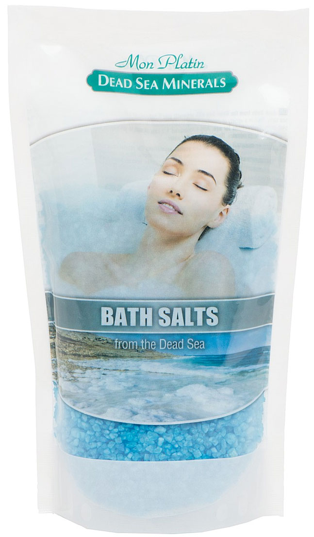 Mon Platin DSM Натуральная Соль Мёртвого моря с ароматическими маслами (голубая) 500 г.DSM84Натуральная соль Мертвого моря с ароматическими маслами содержит единственный в мире минеральный состав, который благоприятно влияет как на кожу, так и на состояние организма в целом. Практически все элементы таблицы Менделеева представлены в составе соли Мертвого моря. Высокая концентрация магния, калия, кальция, брома, йода оказывают общеукрепляющее действие. Способствует регенерации кожи, делает её более упругой и улучшает тургор, улучшает кровообращение, укрепляет стенки сосудов, заживляет раны, активно участвует в обменных процессах. Натуральные масла розы, жасмина, лемонграсса и сосны, входящие в состав соли, смягчают, увлажняют, тонизируют и питают кожу, снимают усталость и стресс.
