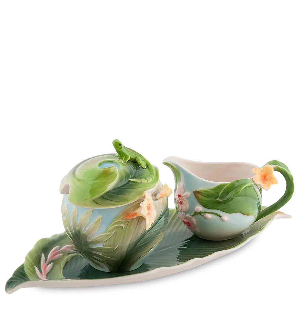 Набор Pavone Тропики, 3 предмета103803Набор Pavone Тропики состоит из сахарницы, молочника и подноса,изготовленных из фарфора. Предметы набора оформленыизящными объемными цветами.Набор Pavone Тропики украсит ваш кухонный стол, а такжестанет замечательным подарком друзьям и близким.Изделие упаковано в подарочную коробку с атласной подложкой. Объем сахарницы: 250 мл.Объем молочника: 150 мл.Размеры подноса: 31 х 16 см.