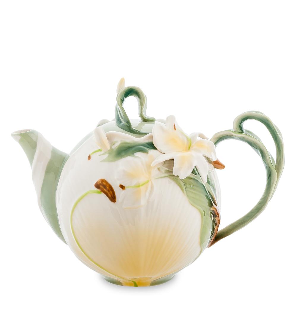 Чайник заварочный Pavone Лилия, 1,2 л104301Заварочный чайник Pavone Лилия изготовлен из высококачественного фарфора. Оригинальное исполнение придает модели особый шарм, который понравится каждому. Чайник снабжен удобной ручкой, носиком и крышкой.Такой заварочный чайник красиво дополнит сервировку стола к чаепитию и станет полезным приобретением для любой хозяйки. Отличный подарок к любомуслучаю.Высота: 17 см. Объем чайника: 1,2 л.