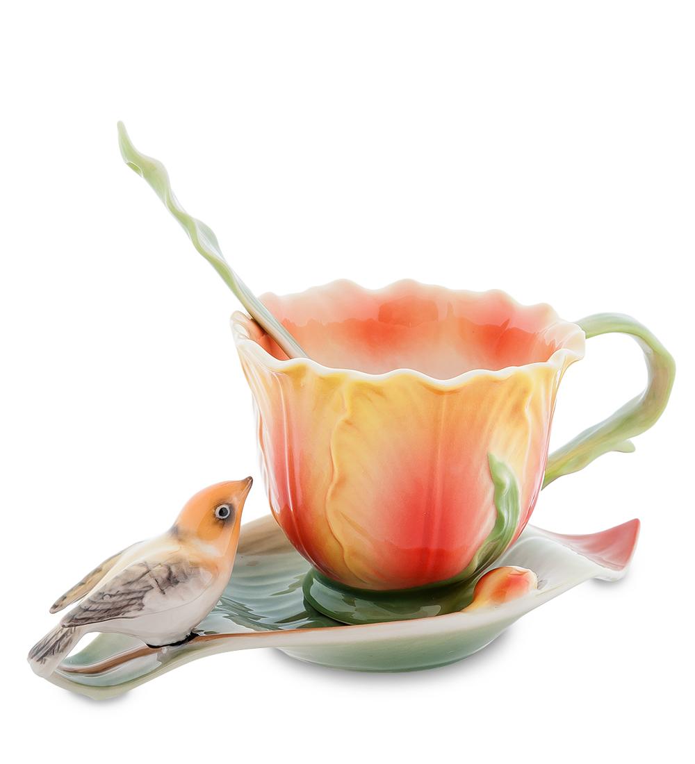 Набор чайный Pavone Тюльпаны, 3 предмета106757Чайный набор Pavone Тюльпаны изготовлен из высококачественного фарфора. Набор состоит из чашки, блюдца и чайной ложки. Изделия имеют необычный дизайн, который придется по вкусу ценителям классики и тем кто предпочитает современный стиль. Изящный набор эффектно украсит стол к чаепитию и порадует вас функциональностью и ярким дизайном.Объем кружки: 150 мл.Высота кружки: 7 см.Длина блюдца: 17 см.