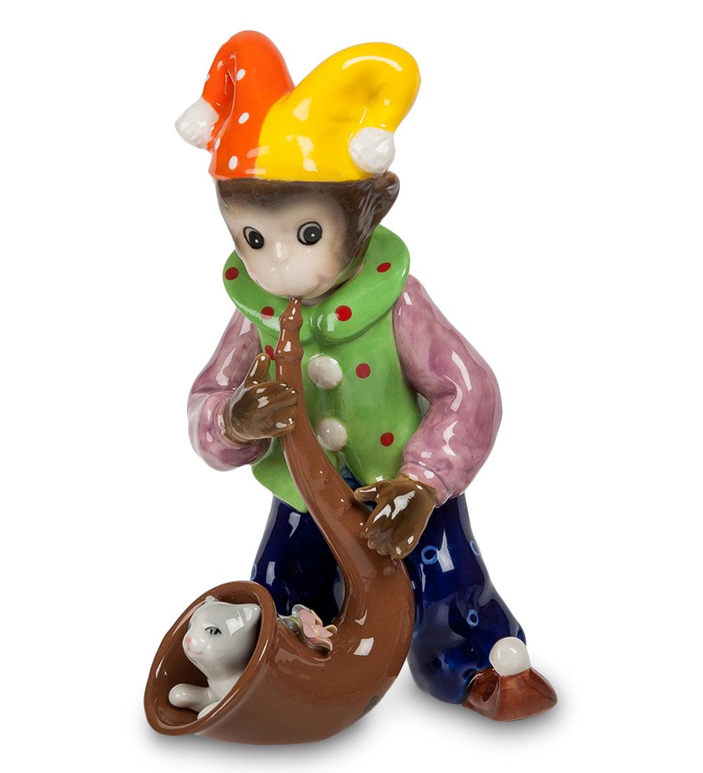Фигурка декоративная Pavone Обезьяна-клоун107352Декоративная фигурка Pavone Обезьяна-клоун станет оригинальным подарком для всех любителей стильных вещей. Сувенир выполнен из высококачественного фарфора в виде обезьянки в шутовской шапке с трубой, в которой сидит кошка. Изысканный сувенир станет прекрасным дополнением к интерьеру. Вы можете поставить фигурку в любом месте, где она будет удачно смотреться и радовать глаз.Высота фигурки: 16 см.