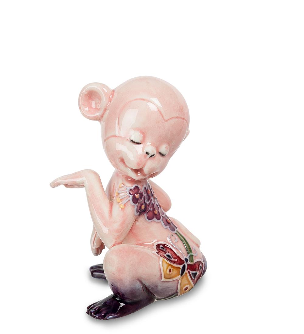Фигурка декоративная Pavone Обезьяна107425Декоративная фигурка Pavone Обезьяна станет оригинальным подарком для всех любителей стильных вещей. Сувенир выполнен из высококачественного фарфора в виде обезьянки, украшенной оригинальным узором. Изысканный сувенир станет прекрасным дополнением к интерьеру. Вы можете поставить фигурку в любом месте, где она будет удачно смотреться и радовать глаз.Высота фигурки: 8 см.