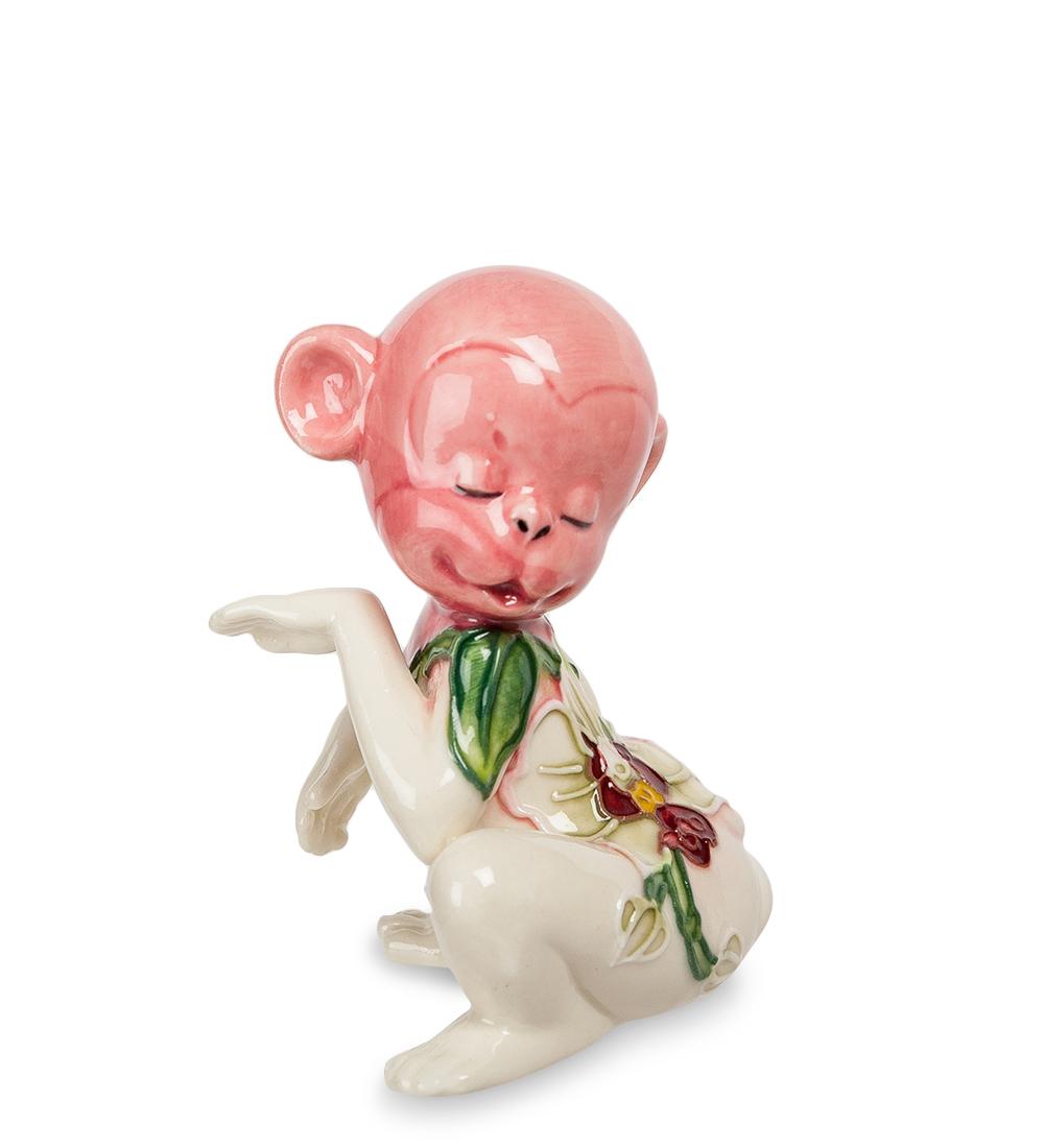 Фигурка декоративная Pavone Обезьяна, цвет: розовый, белый. 107431107431Декоративная фигурка Pavone Обезьяна станет оригинальным подарком для всех любителей стильных вещей. Сувенир выполнен из высококачественного фарфора в виде обезьянки, украшенной оригинальным узором. Изысканный сувенир станет прекрасным дополнением к интерьеру. Вы можете поставить фигурку в любом месте, где она будет удачно смотреться и радовать глаз.Высота фигурки: 8 см.