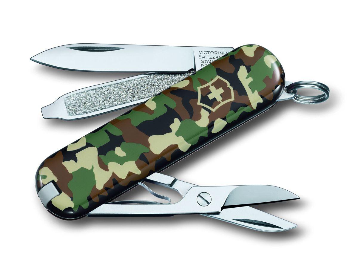 Нож-брелок Victorinox Classic SD, цвет: камуфляж, 7 функций, 5,8 см0.6223.94Лезвие складного ножа-брелока Victorinox Classic SD изготовлено из высококачественной нержавеющей стали. Ручка, выполненная из прочного пластика, обеспечивает надежный и удобный хват. Нож имеет компактные размеры и не занимает много места.Хорошее качество, надежный долговечный материал и эргономичная рукоятка - что может быть удобнее на природе или на пикнике!В комплекте чехол, изготовленный из искусственной кожи.Функции ножа:Лезвие.Пилка для ногтей с отверткой.Ножницы.Кольцо для ключей.Пинцет.Зубочистка.Длина ножа в сложенном виде: 5,8 см.Длина ножа в разложенном виде: 9,8 см.