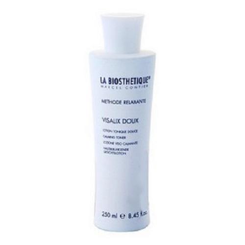 LaBiosthetique Успокаивающий тоник Methode Relaxante для чувствительной кожи, 250 млLB3598Тоник гармонично завершает очищающую процедуру для чувствительной и раздраженной кожи, смягчая ее и снимая зуд и воспаление поскольку содержит Пантенол, который восстанавливает ткани, снимает раздражение, успокаивает кожу и укрепляет ее естественный защитный слой, а также, Медицинское Белое масло, образующее на коже тонкую пленку, не закупоривающую поры, и обеспечивающую дополнительную защиту от агрессивных факторов внешней среды. В состав средства включены Лауриновая кислота, выделяемая из натуральных растительных масел, смягчающая и укрепляющая кожу, Глицерин, обладающий хорошей способностью вытягивать влагу из воздуха, и тем самым насыщать ею кожу, и комплекс натуральных растительных компонентов, который обеспечивает исключительно щадящий уход за кожей.