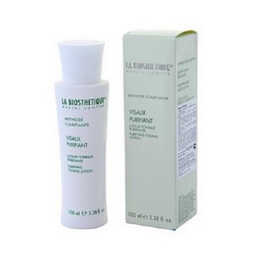 LaBiosthetique Очищающий лосьонMethode Clarifiante с антибактериальным действием, 100 млLB3772Лосьон глубоко очищает поры, удаляет закупорки, благодаря Салициловой кислоте, которая является антисептическим и противовоспалительным средством, сужает поры и стабилизирует работу сальных желез, удаляет ороговевшие клетки и предупреждает образование прыщей, кроме того, она обладает подсушивающим эффектом, поэтому на уже появившиеся прыщики, окажет нужное действие и через пару дней от них не останется и следа. В состав средства, так же, входят Глицерин, обладающий хорошей способностью вытягивать влагу из воздуха, и тем самым насыщать ею кожу и натуральные активные вещества растений, которые снимают раздражение, смягчают и защищают кожу в течение дня и препятствуют загрязнению и закупорке пор. В результате, кожа хорошо смягчается, матируется, становится гладкой и эластичной, пропадают угри и красные пятна, цвет лица становится свежим и здоровым.