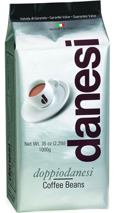 Danesi Doppio кофе в зернах, 1 кгCDNSB0-P00026Смесь из 100% арабики для настоящих знатоков. Результат тщательного купажа зерен Кении, Эфиопии, Бразилии и Центральной Америки. Соответствует всем стандартам итальянского эспрессо: умеренно темная обжарка, мягкий вкус с шоколадно-кремовым оттенком, отсутствие кислинки, великолепное послевкусие, как после бокала хорошего бордо.Страна: Кения, Эфиопия, Бразилия.Кофе Danesi – это элитный итальянский эспрессо, появившийся более ста лет назад. История кофе Danesi началась в Риме в 1905 году, когда итальянец Альфредо Данези открыл свой первый магазин и уютную кофейню «Nencini e Danesi». Альфредо сам составлял эксклюзивные кофейные смеси и варил эспрессо для своих гостей. За годы своего существования этот кофе завоевал огромную популярность не только в Италии, но и далеко за ее пределами, более чем в 60 странах мира. Философия компании очень проста – Ежедневно прилагать массу усилий для достижения и сохранения высокого уровня удовлетворённости клиенто. А воплощается это утверждение путем достижения идеального баланса основных характеристик кофейных смесей Danesi – вкуса, аромата и тела. Кофе Danesi всегда остается верен итальянским кофейным традициям. Секрет его популярности кроется в использовании самого отборного сырья, стабильном качестве, деликатной обжарке кофейных зерен. Сейчас компания Danesi обладает сертификатом качества UNI 9001 Vision 2000, подтверждающим соответствие как самого кофе, так и упаковки европейским стандартам качества. В ассортиментной линейке бренда Danesi присутствуют смеси из 100% арабики высших сортов, купажи арабики и робусты, а также смесь для горячего шоколада и стильная фирменная посуда.Степень обжарки: средне-сильная.