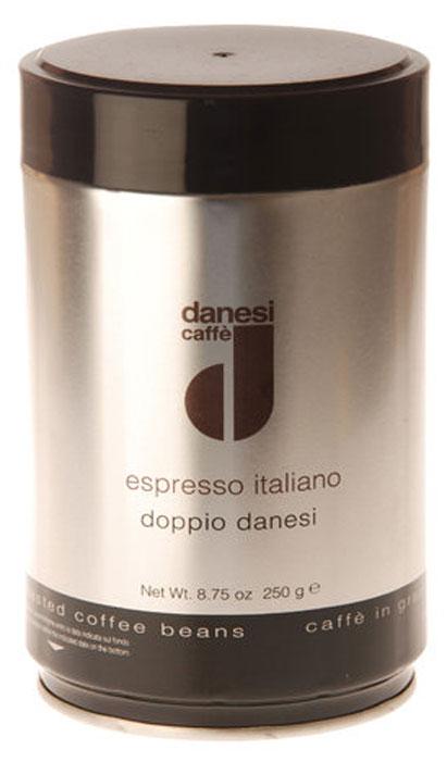 Danesi Doppio кофе в зернах, 250 гCDNSP0-P00046Смесь из 100% арабики для настоящих знатоков. Результат тщательного купажа зерен Кении, Эфиопии, Бразилии и Центральной Америки. Соответствует всем стандартам итальянского эспрессо: умеренно темная обжарка, мягкий вкус с шоколадно-кремовым оттенком, отсутствие кислинки, великолепное послевкусие, как после бокала хорошего бордо.Страна: Кения, Эфиопия, Бразилия. Кофе Danesi – это элитный итальянский эспрессо, появившийся более ста лет назад. История кофе Danesi началась в Риме в 1905 году, когда итальянец Альфредо Данези открыл свой первый магазин и уютную кофейню «Nencini e Danesi». Альфредо сам составлял эксклюзивные кофейные смеси и варил эспрессо для своих гостей. За годы своего существования этот кофе завоевал огромную популярность не только в Италии, но и далеко за ее пределами, более чем в 60 странах мира.Философия компании очень проста – Ежедневно прилагать массу усилий для достижения и сохранения высокого уровня удовлетворённости клиентов. А воплощается это утверждение путем достижения идеального баланса основных характеристик кофейных смесей Danesi – вкуса, аромата и тела.Кофе Danesi всегда остается верен итальянским кофейным традициям. Секрет его популярности кроется в использовании самого отборного сырья, стабильном качестве, деликатной обжарке кофейных зерен. Сейчас компания Danesi обладает сертификатом качества UNI 9001 Vision 2000, подтверждающим соответствие как самого кофе, так и упаковки европейским стандартам качества.В ассортиментной линейке бренда Danesi присутствуют смеси из 100% арабики высших сортов, купажи арабики и робусты, а также смесь для горячего шоколада и стильная фирменная посуда.