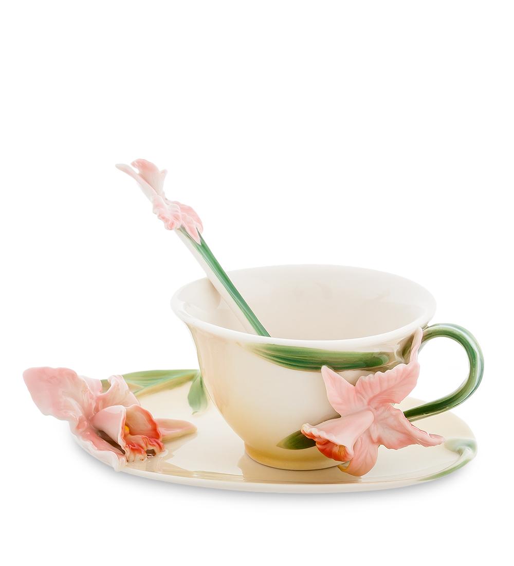Чайная пара Pavone Орхидея, цвет: персиковый, зеленый, 3 предмета104280Чайная пара Pavone Орхидея состоит из чашки, блюдца и ложечки,изготовленных из фарфора. Предметы набора оформлены объемными изящными цветами.Чайная пара Pavone Орхидея украсит ваш кухонный стол, а такжестанет замечательным подарком друзьям и близким.Изделие упаковано в подарочную коробку с атласной подложкой. Объем чашки: 120 мл.Диаметр чашки по верхнему краю: 9,5 см.Высота чашки: 5,5 см.Размеры блюдца (без учета высоты декоративного элемента): 16 см х 11 см х 1,5 см.Длина ложки: 13 см.