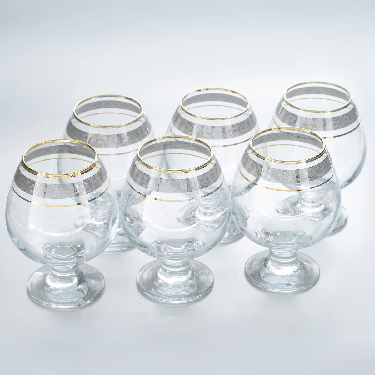 Набор бокалов для бренди Гусь-Хрустальный Нежность, 400 мл, 6 штTL34-188Набор Гусь-Хрустальный Нежность состоит из 6 бокалов на низкой ножке, изготовленных из высококачественного натрий-кальций-силикатного стекла. Изделия оформлены красивым зеркальным покрытием, окантовкой с цветочным узором и прозрачным орнаментом. Бокалы предназначены для подачи бренди. Такой набор прекрасно дополнит праздничный стол и станет желанным подарком в любом доме. Разрешается мыть в посудомоечной машине. Диаметр бокала (по верхнему краю): 5,5 см. Высота бокала: 12,5 см. Диаметр основания бокала: 6,5 см.