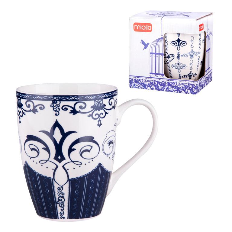 Кружка Miolla, цвет: белый, синий, 340 мл. 2010060U-22010060U-2Оригинальная кружка Miolla, выполненная из фарфора, сочетает в себе изысканный дизайн с максимальной функциональностью. Кружка украшена оригинальным выразительным рисунком.Красочность оформления кружки придется по вкусу и ценителям классики, и тем, кто предпочитает утонченность и изысканность.Диаметр (по верхнему краю): 8 см. Высота: 11 см. Объем: 340 мл.
