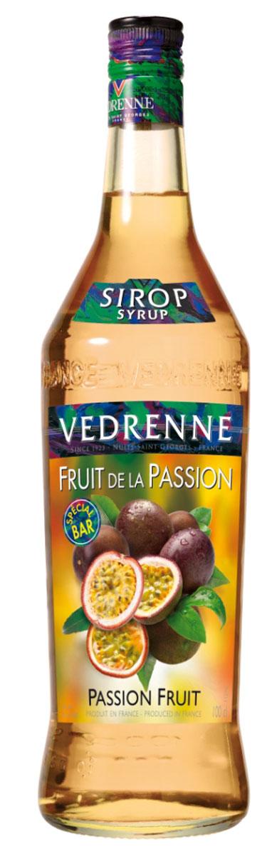 Vedrenne Маракуя сироп, 1 лSVDRFP-010B01Сироп Маракуйя входит в число весьма своеобразных, экзотических добавок для различных напитков и десертов. Восхитительный аромат тропического фрукта делает данный сироп оригинальным и неповторимым. Сироп из маракуйи отличается ярким оранжево-желтым цветом, изящным ароматом и свежим вкусом спелых тропических фруктов. Если за окном серые будни, а в жизни так не хватает ярких красок, то сироп Маракуйя - это то, что вам сейчас необходимо! Всего пара чайных ложек этого лакомства - и ваш любимый напиток превратится в сказочный коктейль, а вы перенесетесь на песчаный пляж, под тень пальмового дерева. Маракуйя также известна как фрукт страсти. Данное название особенно удачно передает представление о чувственном и в то же время легком аромате этого плода.Сироп Маракуйя можно найти в ассортименте многих современных производителей. Качественные сиропы изготавливаются на основе очищенной воды с добавлением натурального сока маракуйи или фруктового пюре, без усилителей вкуса и других искусственных наполнителей. Индикатором отменного качества сиропа служит естественный фруктовый вкусоаромат, без намека на химию.Сироп Маракуйя в руках профессионального бариста или бармена сироп из маракуйи является превосходным средством для расширения меню dашего заведения. На основе данного сиропа можно приготовить массу оригинальных алкогольных и безалкогольных коктейлей. По словам экспертов, сироп Маракуйя особенно хорош в дуэте с ананасовым соком, а также с водкой или белым ромом.Сиропы изготавливаются на основе натурального растительного сырья, фруктовых и ягодных соков прямого отжима, цитрусовых настоев, а также с использованием очищенной воды без вредных примесей, что позволяет выдержать все ценные и полезные свойства натуральных фруктово-ягодных плодов и трав. В состав сиропов входит только натуральный сахар, произведенный по традиционной технологии из сахарозы. Благодаря высокому содержанию концентрированного фруктового сока, сиропы Vedrenne облада