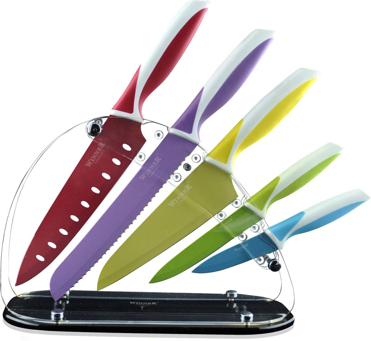 """Набор """"Winner"""" состоит из ножа поварского, ножа для  резки хлеба, ножа сантоку, ножа  универсального и ножа для чистки овощей. Ножи  изготовлены из высококачественной нержавеющей стали. Они имеют  острые лезвия, а благодаря специальному покрытию они  держат заводскую заточку в несколько раз дольше, чем  обычные стальные ножи. Продукты, которые вы  нарезаете такими ножами, не прилипают к лезвию ножа,  не вступают в химическую реакцию, не окисляются и не  намагничиваются. Эргономичная рукоятка ножей  выполнена из высококачественного прорезиненного  пластика. Рукоятка не скользит в руках и делает резку  удобной и безопасной. В комплект входит акриловая  подставка для хранения ножей. Этот набор будет служить вам многие годы при  соблюдении простых правил. Общая длина ножа поварского: 32 см. Длина лезвия ножа поварского: 19,5 см. Общая длина ножа для резки хлеба: 32 см. Длина лезвия ножа для резки хлеба: 20,5 см. Общая длина ножа сантоку: 30 см. Длина лезвия ножа сантоку: 16,5 см.  Общая длина ножа универсального: 23 см. Длина лезвия ножа универсального: 12,7 см.  Общая длина ножа для чистки: 19,5 см. Длина лезвия ножа для чистки: 9 см."""