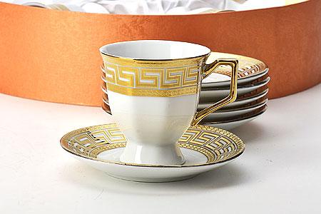 Набор кофейный Mayer & Boch, 12 предметов21599Кофейный набор Mayer & Boch состоит из 6 чашек и 6 блюдец. Изделия выполнены из высококачественной керамики и оформлены золотистым орнаментом. Такой набор станет прекрасным украшением стола и порадует гостей изысканным дизайном и утонченностью. Набор упакован в подарочную коробку, задрапированную внутри белой атласной тканью. Каждый предмет надежно зафиксирован внутри коробки. Кофейный набор Mayer & Boch идеально впишется в любой интерьер, а также станет идеальным подарком для ваших родных и близких. Объем чашки: 85 мл. Диаметр чашки (по верхнему краю): 6,5 см. Высота чашки: 6,5 см. Диаметр блюдца (по верхнему краю): 11 см. Высота блюдца: 2 см.