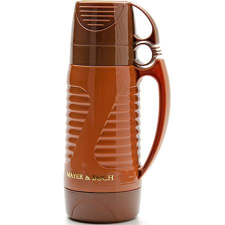 Термос Mayer & Boch, с 2 чашками, 1 л24908Термос с цветным рифленым пластиковым корпусом и стеклянной внутренней колбой является самым востребованным среди покупателей. По своим теплообменным характеристикам термос со стеклянной колбой не уступает термосам со стальными колбами, но благодаря свойствам стекла, в него можно наливать напитки с сильными, устойчивыми ароматами. Термос оснащен двумя удобными ручками, одна из которых предназначена для его переноски. Завинчивающаяся герметичная крышка предохраняет от проливаний. В комплекте с термосом идут 2 пластиковые кружки.