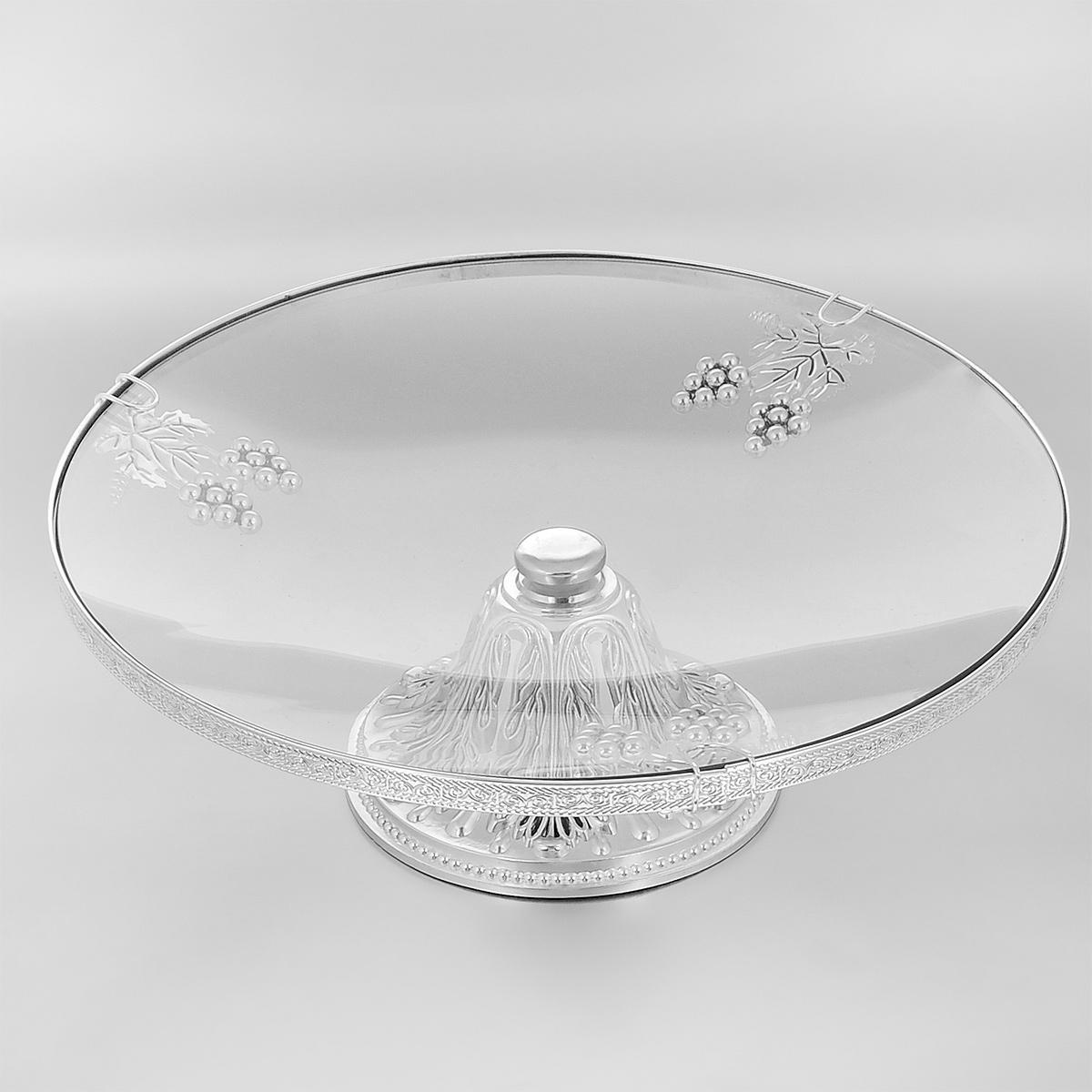 Ваза универсальная Marquis, диаметр 35 см. 7041-MR7041-MRУниверсальная ваза Marquis представляет собой круглое стеклянное блюдо на металлической ножке, выполненной из стали серебряно-никелевым покрытием. Блюдо украшено фигурками виноградных ягод и листьев. Ножка декорирована изысканным рельефом. Ваза прекрасно подойдет для красивой сервировки тортов, конфет, различных пирожных, выпечки и фруктов. Такая ваза придется по вкусу и ценителям классики, и тем, кто предпочитает утонченность и изысканность. Она великолепно украсит праздничный стол и подчеркнет прекрасный вкус хозяина, а также станет отличным подарком.Диаметр блюда: 35 см.Диаметр основания: 16 см.Высота вазы: 13 см.