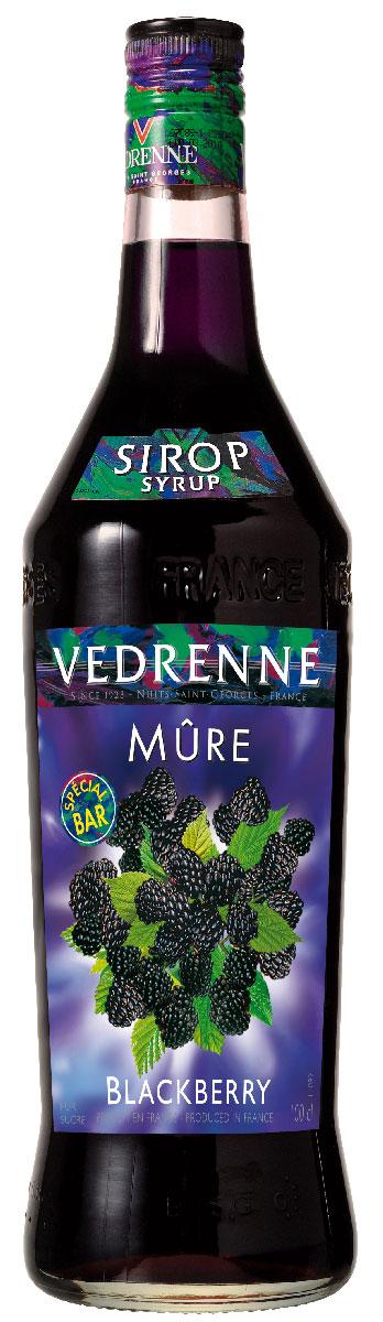 Vedrenne Ежевика сироп, 1 лSVDRCS-010B01Сироп Ежевика - это вкусное и полезное дополнение к самым разным напиткам и десертам.На данный момент известно более двухсот разновидностей ежевики. Вкусные иполезные ягоды ежевики, из которых потом производители изготовят сироп, всегда можноотличить благодаря ярко-красному или черно-фиолетовому цвету (оттенок зависит от видаягоды).Сироп Ежевика можно добавлять в безалкогольные и алкогольные коктейли,мороженое, кофе, холодный чай, компот, лимонад, десерты. Кроме того, напиток с мягким,обволакивающим, нежным, бархатистым вкусом и изысканным, многогранным ароматом будетпрекрасным дополнением к различным муссам, желе, пуншам, минеральной воде, горячемушоколаду, содовой, какао, глинтвейну, выпечке и кондитерским изделиям.Сиропы изготавливаются на основе натурального растительного сырья, фруктовых и ягодныхсоков прямого отжима, цитрусовых настоев, а также с использованием очищенной воды безвредных примесей, что позволяет выдержать все ценные и полезные свойства натуральныхфруктово-ягодных плодов и трав. В состав сиропов входит только натуральный сахар,произведенный по традиционной технологии из сахарозы. Благодаря высокому содержаниюконцентрированного фруктового сока, сиропы Vedrenne обладают изысканным ароматом инатуральным вкусом, являются эффективным подсластителем при незначительнойкалорийности. Они оптимизируют уровень влажности и процесс кристаллизации десертов,хорошо смешиваются с другими ингредиентами и способствуют улучшению вкусовых качествнапитков и десертов.Сиропы Vedrenne разливаются в стеклянные бутылки с яркими этикетками, на которыхизображен фрукт, ягода или другой ингредиент, определяющий вкусовые оттенки того илииного продукта Vedrenne. Емкости с сиропами Vedrenne герметичны, поэтому не позволяютсодержимому контактировать с микроорганизмами и другими губительными внешнимивоздействиями. Кроме того, стеклянные бутылки выглядят оригинально и стильно.В настоящее время компания Vedrenne считается одним из лучших произв