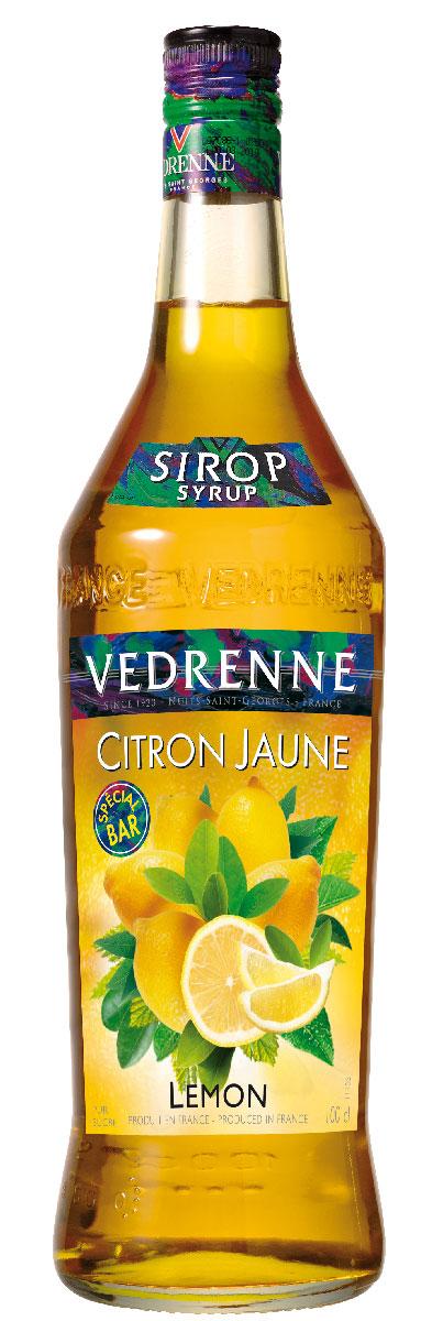 Vedrenne Лимон сироп, 1 лSVDRCJ-010B01Сироп Лимон - это популярное лакомство, которое используют кулинары и баристы со всего мира. Такой продукт прекрасно сочетается со многими напитками, так что его можно добавлять в кофе, холодный чай, газированную воду, компоты, а также применять для приготовления слоистых коктейлей (алкогольных или безалкогольных). Сироп Лимон используется хозяйками и для украшения выпечки - например: тортов, кексов, пирожных и пудингов.Сиропы изготавливаются на основе натурального растительного сырья, фруктовых и ягодных соков прямого отжима, цитрусовых настоев, а также с использованием очищенной воды без вредных примесей, что позволяет выдержать все ценные и полезные свойства натуральных фруктово-ягодных плодов и трав. В состав сиропов входит только натуральный сахар, произведенный по традиционной технологии из сахарозы. Благодаря высокому содержанию концентрированного фруктового сока сиропы Vedrenne обладают изысканным ароматоми натуральным вкусом, являются эффективным подсластителем при незначительной калорийности. Они оптимизируют уровень влажности и процесс кристаллизации десертов, хорошо смешиваются с другими ингредиентами и способствуют улучшению вкусовых качеств напитков и десертов. Сиропы Vedrenne разливаются в стеклянные бутылки с яркими этикетками, на которых изображен фрукт, ягода или другой ингредиент, определяющий вкусовые оттенки того или иного продукта Vedrenne. Емкости с сиропами Vedrenne герметичны и поэтому не позволяют содержимому контактировать с микроорганизмами и другими губительными внешними воздействиями. Кроме того, стеклянные бутылки выглядят оригинально и стильно. В настоящее время компания Vedrenne считается одним из лучшихпроизводителей высококлассных сиропов, отличающихся натуральным вкусом, а также насыщенным ароматом и глубокимцветом. Фруктовые сиропы Vedrenne пользуются большой популярностью не только во Франции (где их широко используют как в сегменте HoReCa, так и в домашних условиях), но и экспортируются бол
