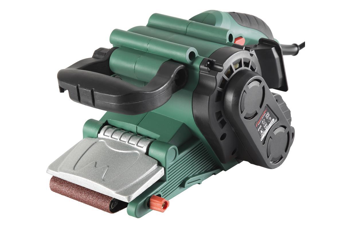 Машинка шлифовальная ленточная Hammer Flex LSM800B158564Шлифовальная машина Hammer Flex LSM800B изготовлена с мощностью 800 Вт и имеет размер ленты 457x75 мм. Такие характеристики позволяют эффективно проводить шлифовальные работы с деревянным брусом, ДВП, ДСП, фанерой, лаком и краской. Электронная регулировка оборотов в диапазоне 120-290 м/мин позволяет точно настроить инструмент в зависимости от требований к поверхности. Ленточная шлифмашина предназначена для шлифования больших объемов поверхностей, таких, как полы или стены. Использование шлифбумаги различной зернистости позволяет добиться необходимого качества обработки. Модель Flex LSM800B может использоваться совместно с промышленным пылесосом.Преимущества: - Эргономичный корпус и удобная система замены шлифовальной бумаги с помощью рычага, придает комфорт и удобство в эксплуатации инструмента. - Система пылеудаления и пылесборный мешок сохранят чистоту на рабочем месте.- Возможность фиксации кнопки пуска особенно удобна при длительном режиме эксплуатации. - Особое удобство при обработке труднодоступных мест достигается за счет малого диаметра ведомого барабана и откидной крышке корпуса.В комплекте:Машина шлифовальная - 1 шт.Пылесборник - 1 шт.Опорная рамка - 1 шт.Струбцина - 2 шт.Инструкция - 1 шт.