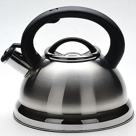 22671 Чайник мет. 2,8л со/свист. МВ (х12)22671Чайник со свистком металлический (2,8 л)Материал: нержавеющая сталь, пластик Размер упаковки: 22,5х22,5х21 см Объем: 2,8 л Вес: Чайник выполнен из высококачественной нержавеющей стали 18/10. Капсулированное дно с прослойкой из алюминия обеспечивает наилучшее распределение тепла. Носик чайника оснащен насадкой-свистком, что позволит вам контролировать процесс подогрева или кипячения воды. Фиксированная пластиковая ручка дает дополнительное удобство при разлитии напитка, поверхность чайника гладкая, что облегчает уход за ним. Чайник подходит для использования на всех типах плит. Эстетичный и функциональный, с эксклюзивным дизайном, чайник будет оригинально смотреться в любом интерьере. Также изделие можно мыть в посудомоечной машине.
